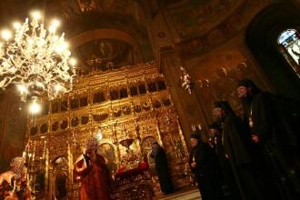 Furt din Casa Domnului. Doi hoti au fugit cu portofelul unui preot de la Catedrala Mitropolitana