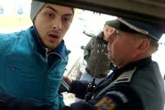 VIDEO. Consumatorii de etnobotanice, impiedicati de politisti sa-si cumpere drogul: