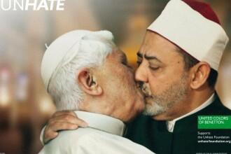Vaticanul a reusit interzicerea imediata a acestei imagini modificate in Photoshop din reclame
