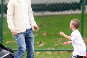 Cruz Beckham ii copiaza tunsoarea lui David Beckham. Uite cum arata micul fotbalist cu mohawk