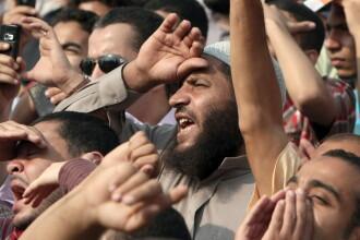 In Egipt nu poate fi liniste. 8 morti si 299 de raniti in urma confruntarilor din fata Guvernului