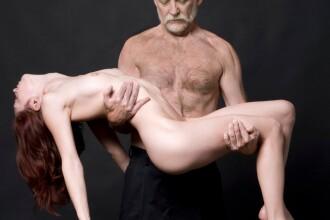 Scandal urias in SUA. Profesorul de NUD, in ipostaze intime cu studente si ...studenti. GALERIE FOTO