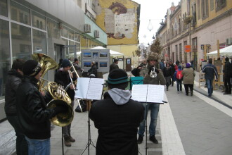 S-au inaugurat petrecerile pe prima strada pietonala din Arad, desi aceasta e in plin santier