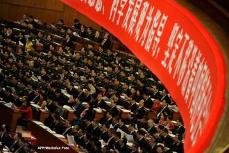 Ceremonii in stil stalinist. Cel de-al XVIII-lea congres al Partidului Comunist Chinez s-a incheiat