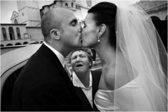 Fotografia de nunta care va face istorie. Cum a fost surprins un preot, imediat dupa cununie. FOTO