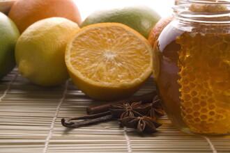 Asiaticii s-au convins de calitatea mierii romanesti la targul international de la Blaj