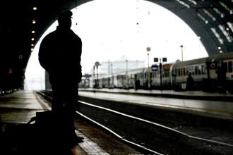 Un roman a incercat sa se sinucida in Italia, dar trenul a trecut peste el fara sa-l raneasca