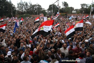 Egiptul fierbe din nou, din cauza noilor puteri ale presedintelui. Proteste violente la Cairo. VIDEO