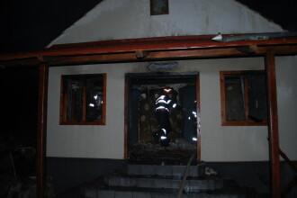 Incendiu la o biserica din judetul Hunedoara. Au ars mai multe icoane si obiecte de cult