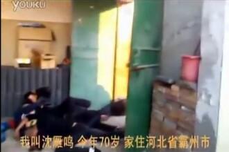 Un expert in arte martiale din China a reusit sa sperie 50 de barbati care voiau sa-l evacueze.VIDEO