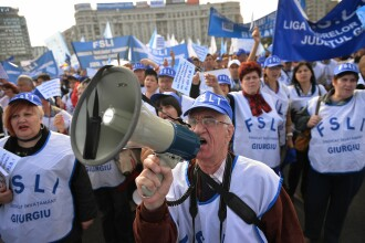 15.000 de salariati din invatamant vor participa, pe 1 iunie, la un mars de protest la Guvern si Presedintie
