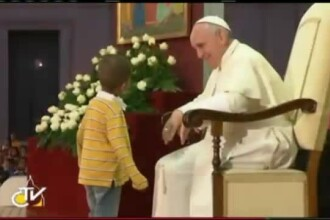 Bland, modest si plin de umor. Papa Francisc, liderul spiritual care i-a cucerit chiar si pe atei