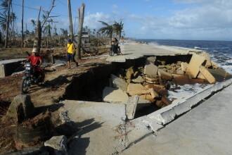 Cel putin 11 morti si sute de mii de persoane evacuate in Filipine, din cauza unui taifun