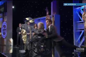 Farsa lui Sacha Baron Cohen la gala premiilor BAFTA. Cum si-a aruncat o colega de pe scena