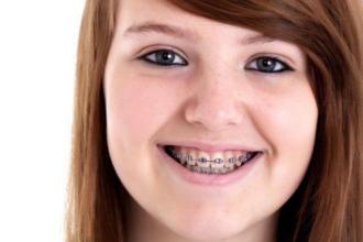 O adolescenta din Marea Britanie a murit de soc toxic dupa ce a folosit un tampon