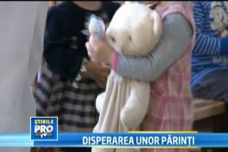 <b>Disperati ca nu vor mai avea cresa pentru copii, zeci de parinti din Sibiu au iesit in strada</b>