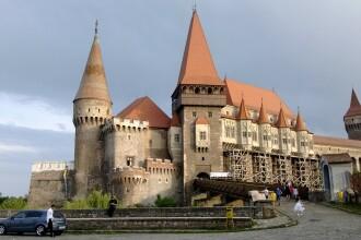 Castelul Corvinilor de la Hunedoara va avea portile ferecate. Salile intra in curatenie generala