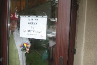 Spitalul Judetean Arad a ramas fara fonduri de functionare si pentru salarii. Angajatii au protestat
