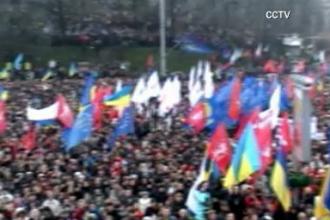 Militantii pentru apropierea de UE mentin presiunea asupra guvernului de la Kiev