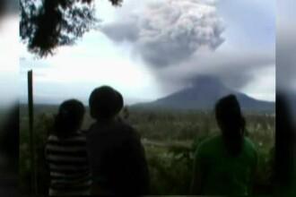 Stare de alerta in Indonezia, dupa eruptia unui vulcan. Lava a fost aruncata la 2.000 metri inaltime