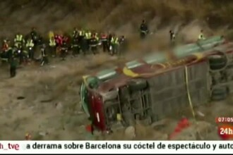 Accident foarte grav in Spania. 14 oameni au murit, dupa ce un autocar a cazut intr-o rapa