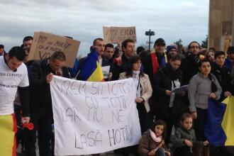 YES LA VOT. Sute de romani au protestat la Paris: