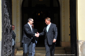 Victor Ponta s-a intalnit cu Klaus Iohannis la Palatul Cotroceni. Premierul a anuntat subiecutul discutiilor pe Twitter