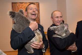 Vladimir Putin si Barack Obama s-au pozat cu ursi koala in brate la summitul G20. Reactiile australienilor pe Twitter