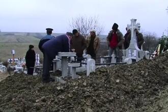 Batran dezgropat dupa 4 zile de la inmormantare, in Dorohoi. Medicii care s-au ocupat de el sunt acuzati de malpraxis