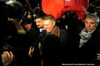 Klaus Iohannis a fost in Piata Universitatii si le-a multumit oamenilor: