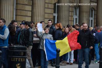 Umilinta din diaspora a scos Romania la vot. Cum s-au dat peste cap sondajele dupa ce au aparut imaginile din strainatate