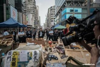 Ciocniri intre protestatari si fortele de politie, in China. Manifestantii au incercat sa intre in Parlamentul din Hong Kong