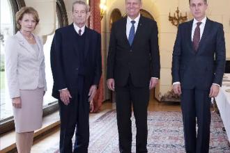 Moment istoric la Palatul Regal: Regele Mihai si-a serbat ziua de nastere. Klaus Iohannis a fost prezent la eveniment