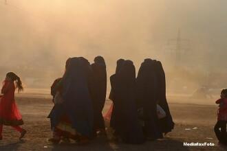 Atentat sinucigas in Afganistan, pe un teren de volei. Bilantul provizoriu indica cel putin 50 de morti si 60 de raniti