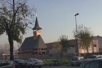O biserica in stil maramuresean a rasarit intr-un orasel modern, de langa Torino. Italienii, impresionati de constructie