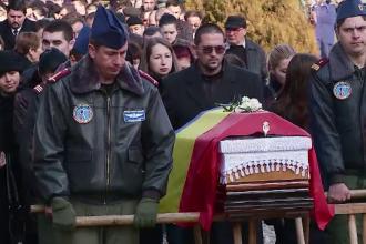 Trei dintre militarii care au murit dupa prabusirea elicopterului in Sibiu, saptamana trecuta, au fost inmormantati luni