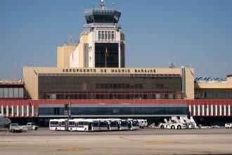 Razboiul bagajelor. Angajati ai aeroportului Barajas din Madrid,