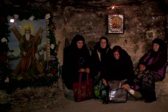 Pelerinaj la pestera de langa Adamclisi, unde ar fi trait Sfantul Andrei. Sute de crendinciosi s-au rugat pentru sanatate