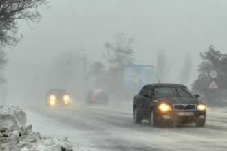 Patru turisti au ramas blocati in masina, in muntii Bucegi, din cauza viscolului. Cei patru au fost salvati de jandarmi