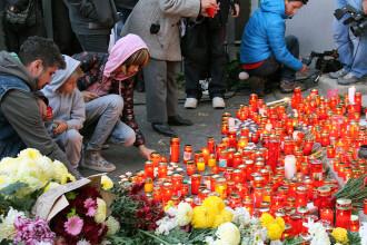GALERIE FOTO. Scene impresionante la locul tragediei. Omagiul adus victimelor din Clubul Colectiv