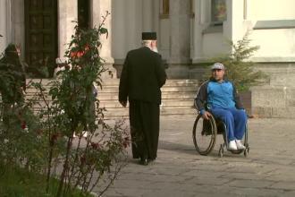 CAMERA ASCUNSA. Umilintele indurate de persoanele cu dizabilitati care vor sa intre in biserica.