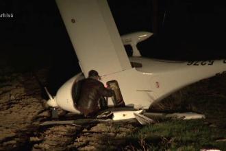 Un avion de mici dimensiuni s-a prabusit duminica, in Dambovita. Pilotul, internat in stare grava, cu mai multe fracturi