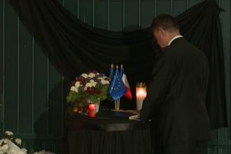 Klaus Iohannis a semnat in cartea de condoleante de la Ambasada Frantei.