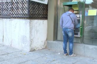 Doua angajate de la o agentie bancara din Tulcea, banuite ca au falsificat semnaturile a zeci de clienti