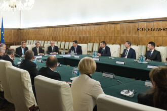 Prima zi a guvernului Ciolos. Noul ministru al Finantelor s-a trezit cu 2 majorari ale salariilor bugetare adoptate in secret