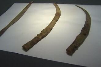 Sabii, vechi de 2.000 de ani, gasite in apropiere de Targu-Jiu. Una dintre ele, asemanatoare cu cea a lui Decebal