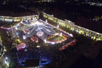 Sibiul se transforma in oras de poveste. A inceput Targul de Craciun: mii de beculete au fost aprinse