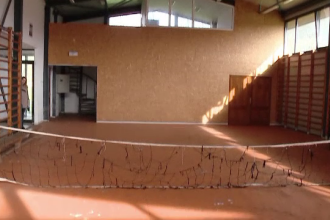 Sala de sport de 1 milion de euro ce a devenit hambarul parohiei. Unde au ajuns elevii sa faca orele de educatie fizica