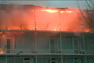 Incendiu puternic pe litoral. Hotelul unui om de afaceri, condamnat pentru trafic de minori, a fost cuprins de flacari