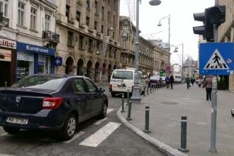 FOTO. Cum parcheaza Politia chiar pe o trecere de pietoni si pe banda intai de pe Calea Victoriei